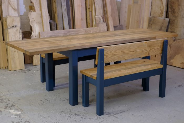 Linglie extending table and benches