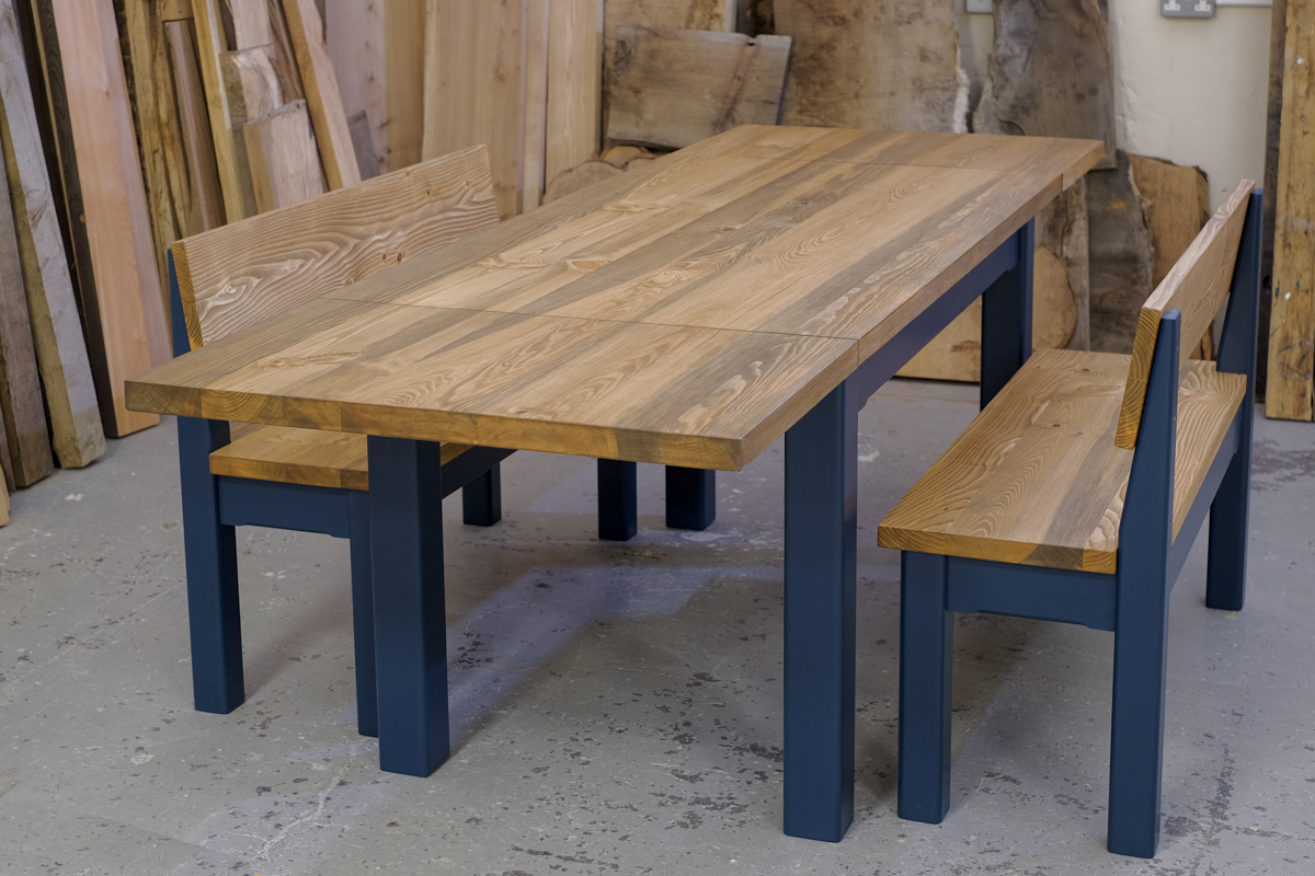 Linglie extending table with benches