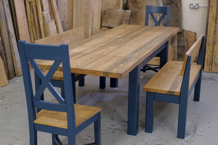 Linglie extending table with Cross Back chairs